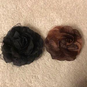 two flower hair tyes